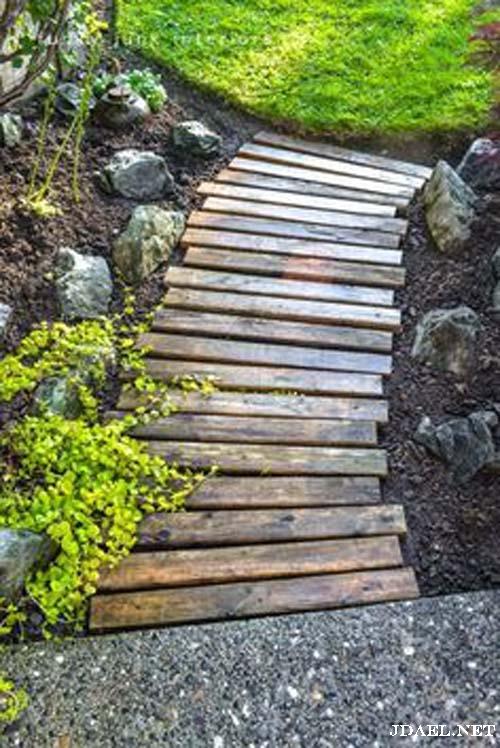 ممرات احواش من حصى الخرسانة والواح الخشب أفكار ديكورات خارجية