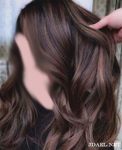 صبغات شعر باللون البني وتدريجاته بالخصل والتمويج على الشعر