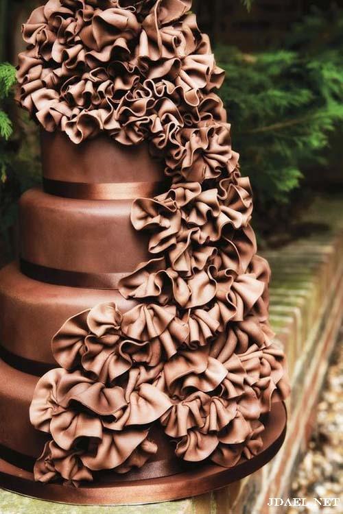تزيين تورتات المناسبات بكرانيش الشوكولاتة والورد