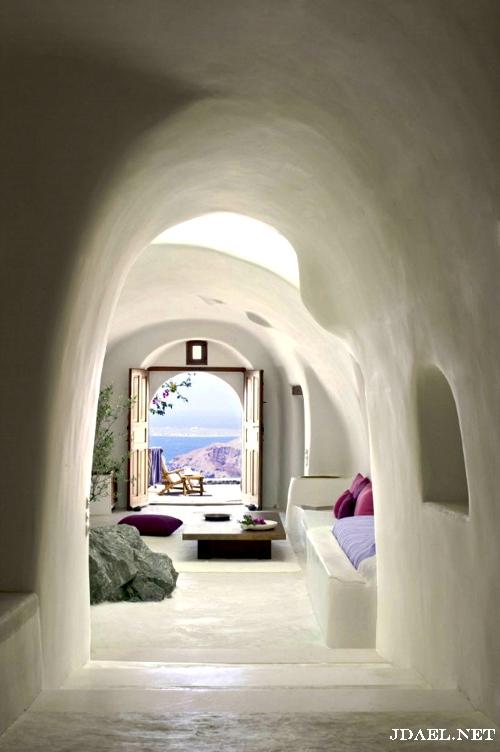 جزيرة سانتوريني في اليونان وسياحة مميزة